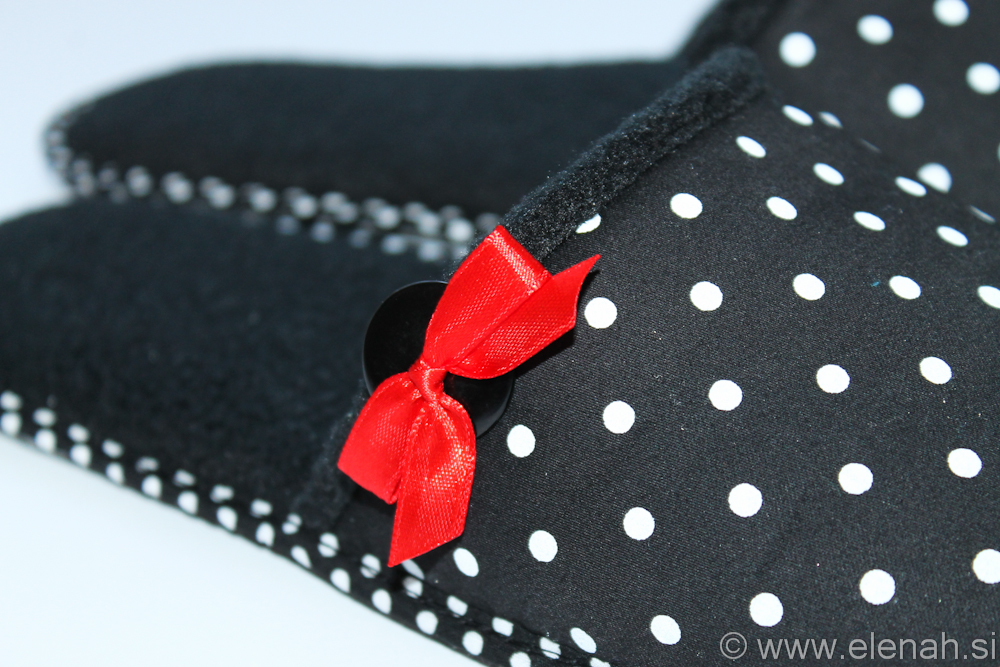 Copatki 6 pike rdeča pentljica Slippers dot red ribbon 4