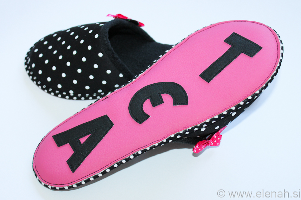 Copatki 7 črno bele pike roza pentljica personalizirani Tea Slippers black white dots pink personalized ribbon 6