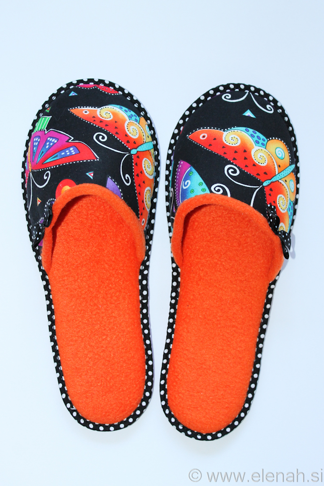 Copatki 8 pike metulji oranžni flis Slippers dots Laurel Burch fabric butterflies orange fleece 1