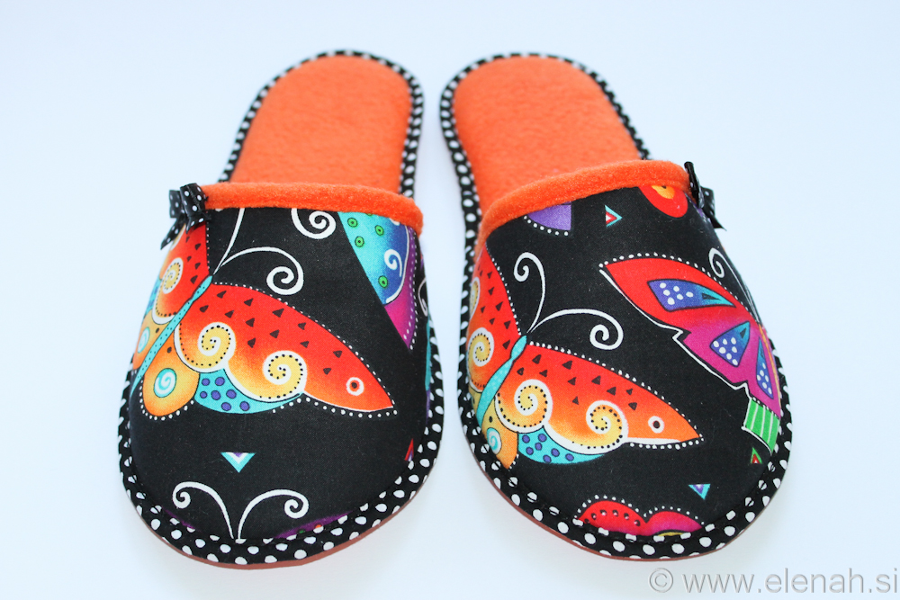 Copatki 8 pike metulji oranžni flis Slippers dots Laurel Burch fabric butterflies orange fleece 2
