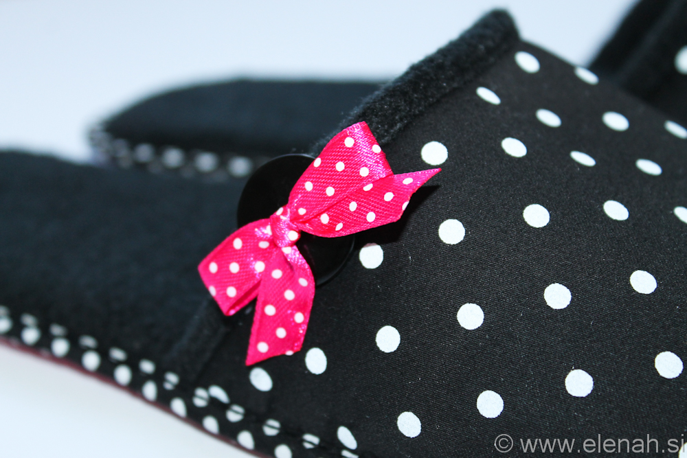 Copatki 7 črno bele pike roza pentljica Tea Slippers black white dots pink ribbon 4