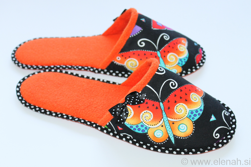 Copatki 8 pike metulji oranžni flis Slippers dots Laurel Burch fabric butterflies orange fleece 3