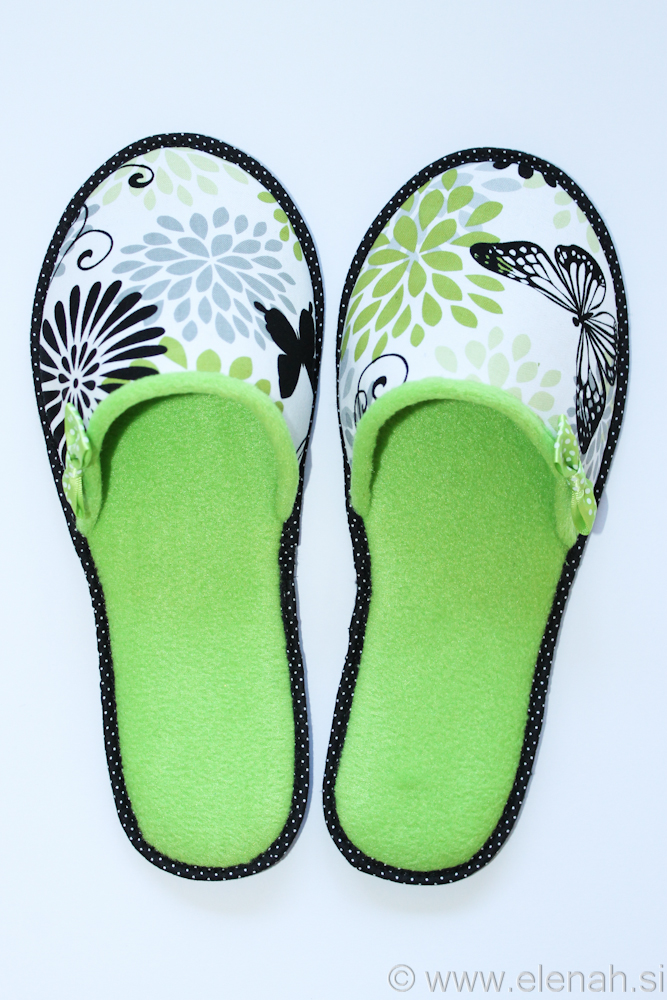 Copatki pike metulji zeleni flis Slippers dots butterflies green fleece 1