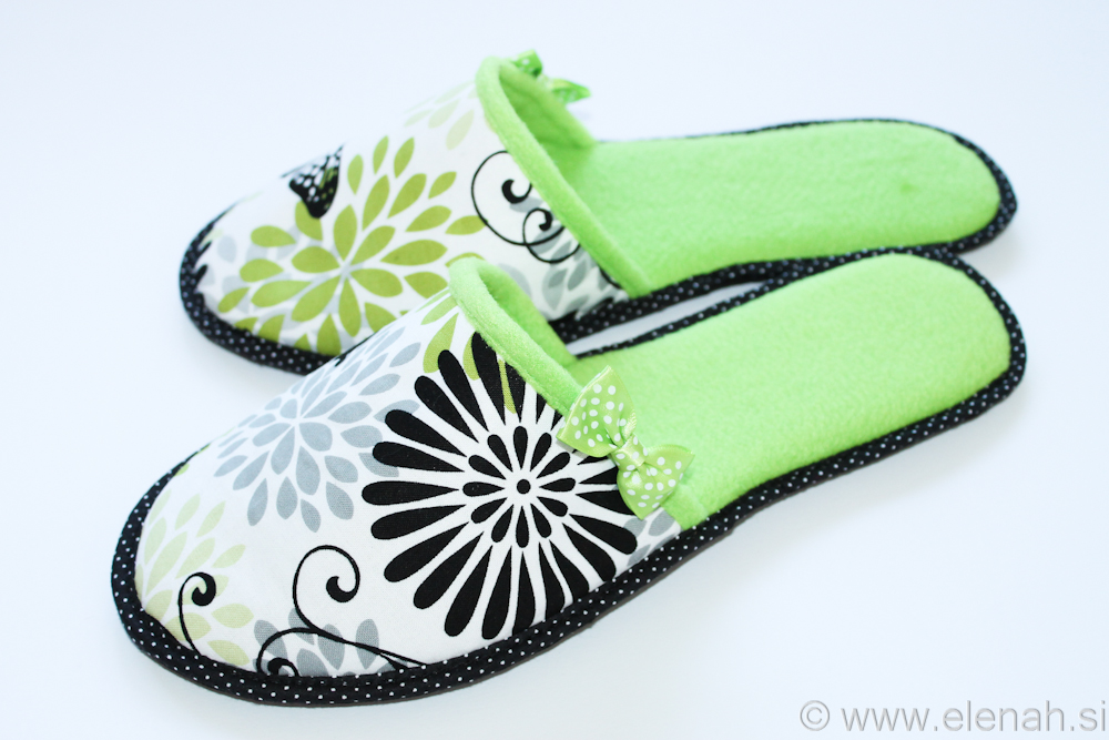 Copatki pike metulji zeleni flis Slippers dots butterflies green fleece 4