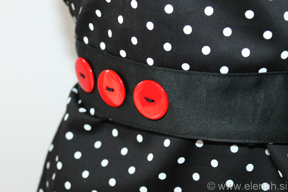 Day 71 apron polka dot red buttons and ribbon 3