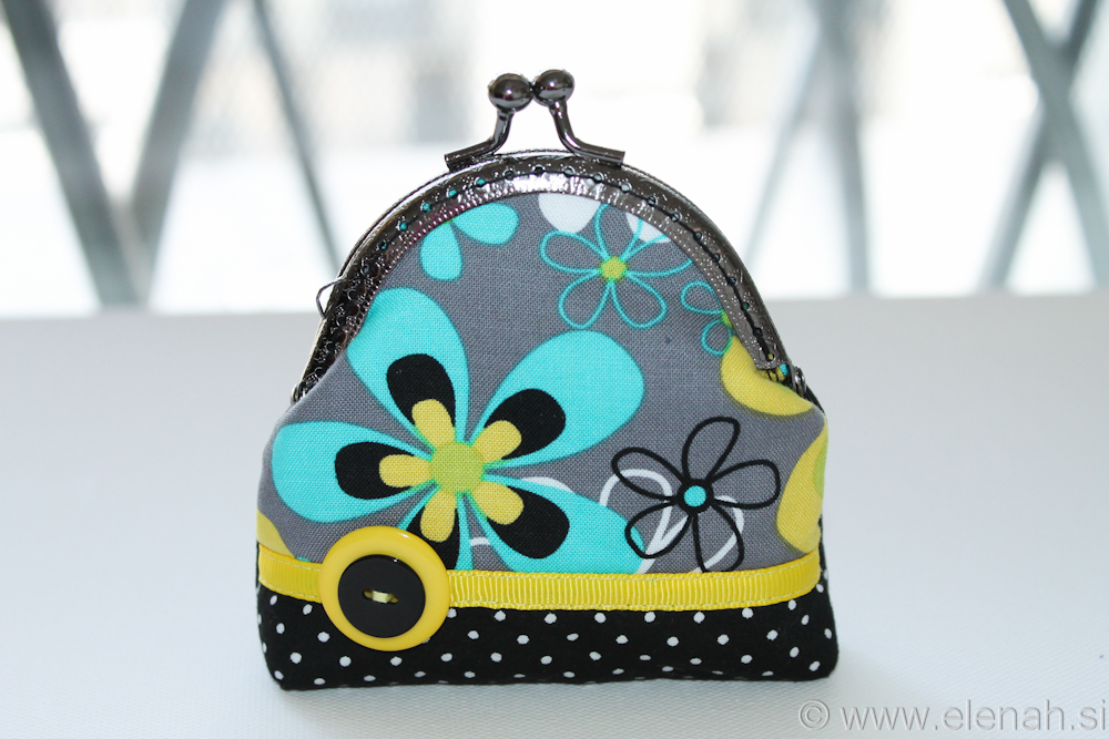 Drobižnica 4 črna morda rumena rože Frame coin purse black blue yellow flower 1