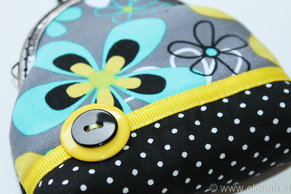Drobižnica 4 črna morda rumena rože Frame coin purse black blue yellow flower 2