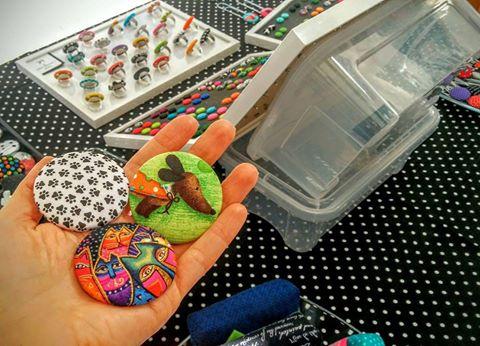Elenah handmade broška kuža tačke zelena ročno delo brooch green paws dog